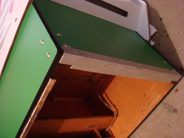 Rear base t-moulding